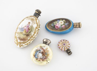 FRANCE ou ANGLETERRE, XXème siècle Quatre flacons à sels ou à parfum aux corps en...