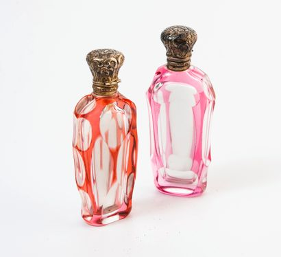 FRANCE, seconde moitié du XIXème siècle Deux flacons à sels aux corps en cristal...