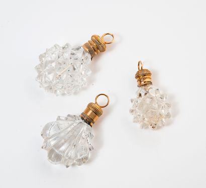 FRANCE, seconde moitié XIXème siècle Set of three small salt flasks, to be suspended,...