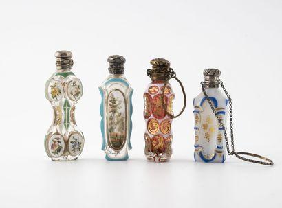 FRANCE, seconde moitié du XIXème siècle Quatre petits flacons à sels aux corps en...