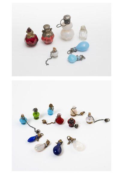 EUROPE, fin du XIXème ou début du XXème siècle Lot de flacons à parfum ou à sel de...
