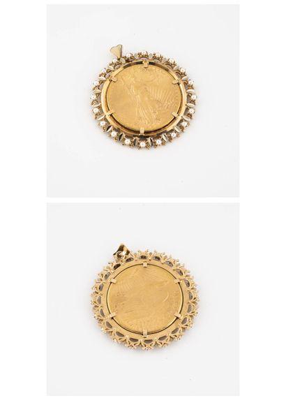 Pendentif en or jaune (750) centré d'une...