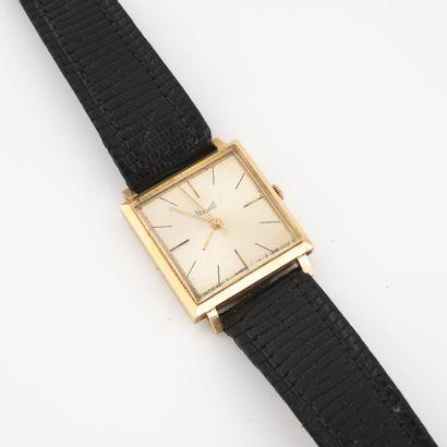 DERMONT Montre bracelet d'homme.  Boîtier carré en or jaune (750).  Cadran à fond...