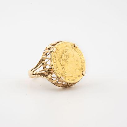 Bague chevalière en or jaune (750) ornée...