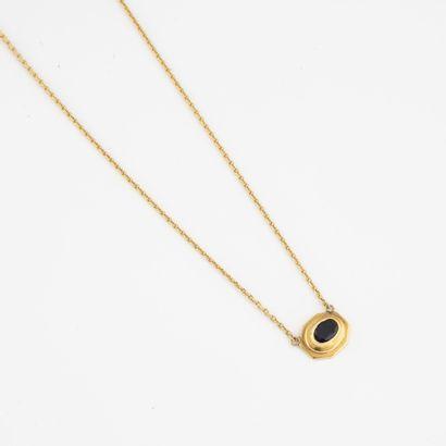 Fin collier composé d'un chaîne en or jaune...