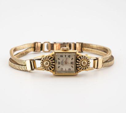 EBEL Montre bracelet de dame en métal doré et acier.  Boîtier carré orné d'un motif...