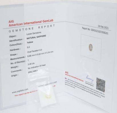 Saphir jaune sur papier de 3.46 carats.  Certificat...