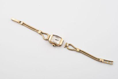 Montre bracelet de dame en or jaune (750).  Boîtier rectangulaire.  Cadran à fond...