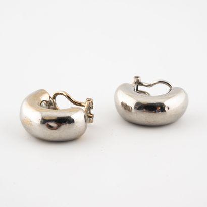 Paire de clips d'oreille demi-créoles en or jaune rhodié (750) .  Système pour oreilles...