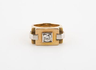Bague chevalière en or jaune (750) et platine...