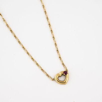 Collier en or jaune (750) à maille cheval centré d'un pendentif coeur orné d'un...