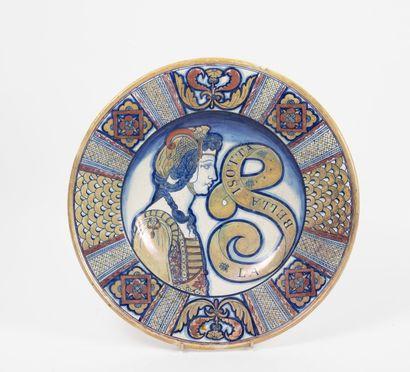 ITALIE, seconde moitié du XIXème siècle Grand plat en faïence émaillée lustrée à...