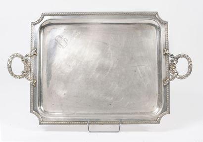 Deux plateaux en métal argenté :  - un ovale à décor de feuilles d'olivier.  Poinçon...