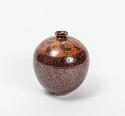 Vase boule à petit col resserré  Grès émaillé...