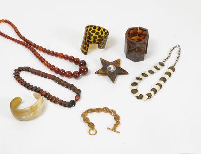 Lot de colliers et bracelets manchettes en...