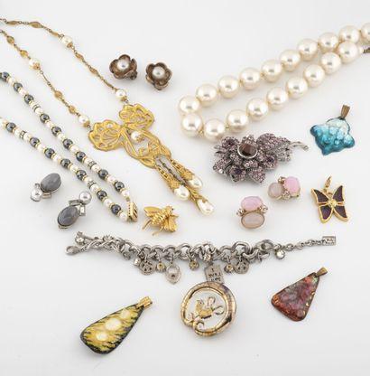 Petit lot de bijoux de fantaisie, certains...