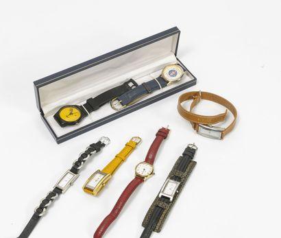 Lot de montres fantaisie en métal et divers...