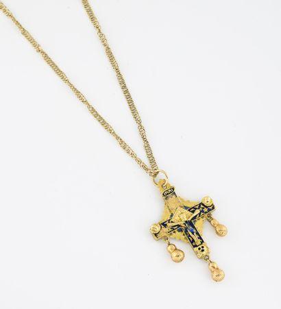 Chaîne en or jaune (750) retenant une croix...