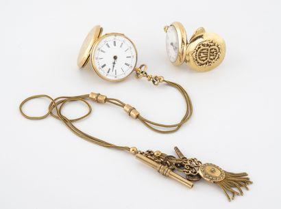 Lot de deux montres de col en or jaune (750)....