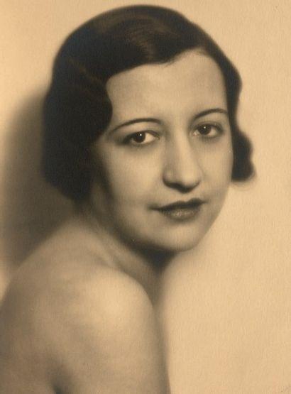 Laure ALBIN-GUILLOT (1879 - 1962)