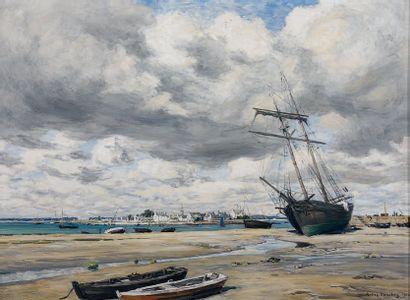 André DAUCHEZ (1870-1948) Barques et bateaux à sec dans une ville de Bretagne. Huile...