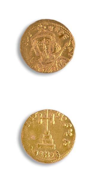 Solidus. 4,44 g. Constantinople. Son buste...