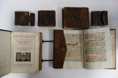 Cinq corans manuscrits de différents formats....