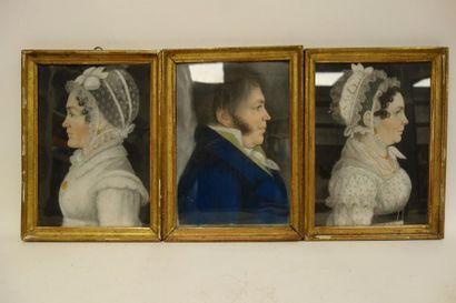 Trois profils de deux femmes aux bonnets...