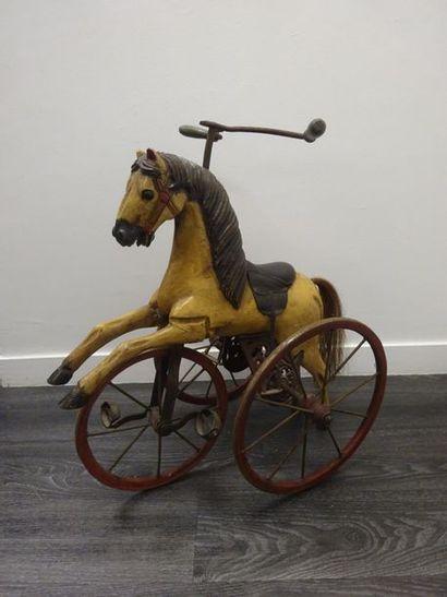 Tricycle en forme de cheval en bois polychrome...