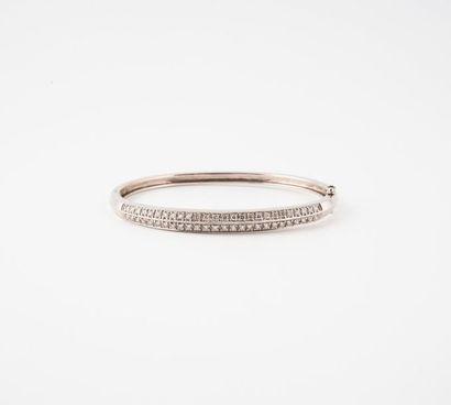 Bracelet jonc ouvrant en or gris (750) orné...