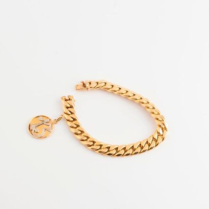 Bracelet gourmette en or jaune (750) retenant...
