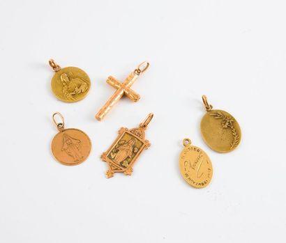 Lot de 4 médailles religieuses en or jaune...