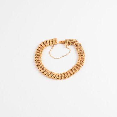 Bracelet en or jaune (750) à maille américaine....