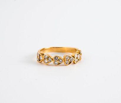 Bague ligne en or jaune (750) formée de six...