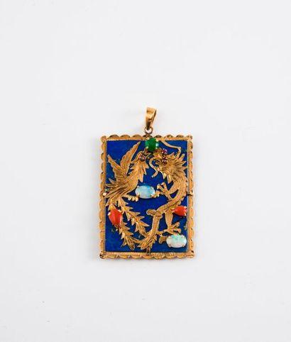 CHINE  Pendentif plaque de lapis-lazuli baigné...