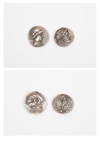 Deux pièces en argent :  - L'une à décor...