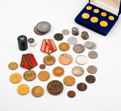 Lot de pièces en argent dont 1 écu aux lauriers 1786, 3 pièces de 50 Fr et 2 pièces...