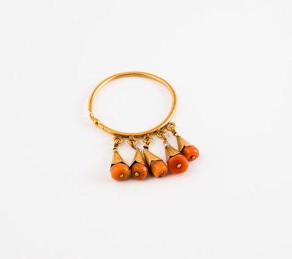 Boucle d'oreille en or jaune (750) ornée...
