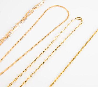 Bracelet aux trois ors (750) à maille tressée....