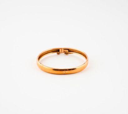 Bracelet jonc ouvrant en or jaune (750)  Fermoir...
