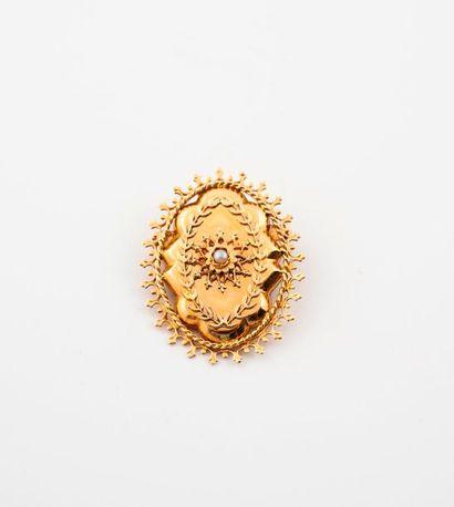 Broche pendentif en or jaune (750) centrée...