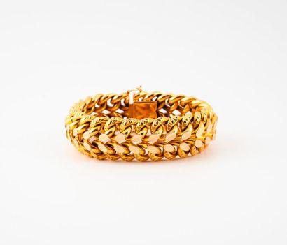 Bracelet en or jaune (750) à maille gourmette...