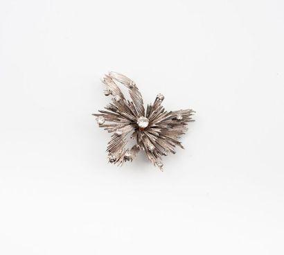 Broche fleur en or gris (750) rayonnante...