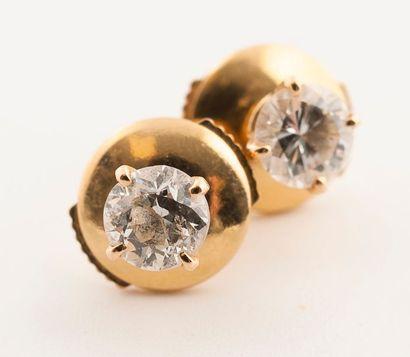 Paire de puces d'oreille en or jaune (750)...