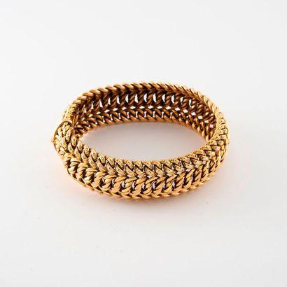 Bracelet en or jaune (750) à maille centrale...