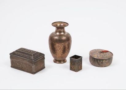 ASIE  Lot de trois objets argent (min. 800),...