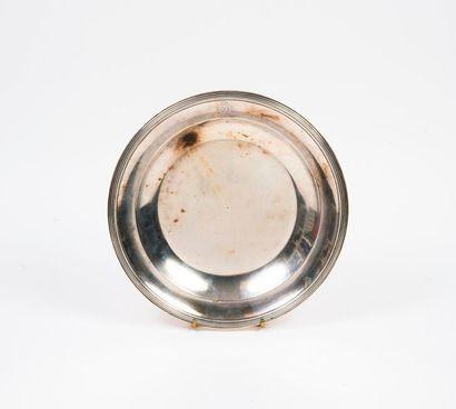 Plat circulaire en argent (min. 800) au bord...