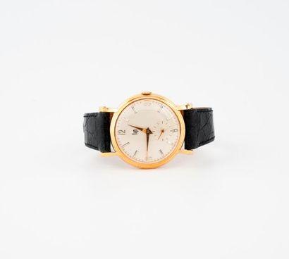 LIP  Montre bracelet d'homme.  Boîtier rond en or jaune (750)  Cadran à fond crème,...