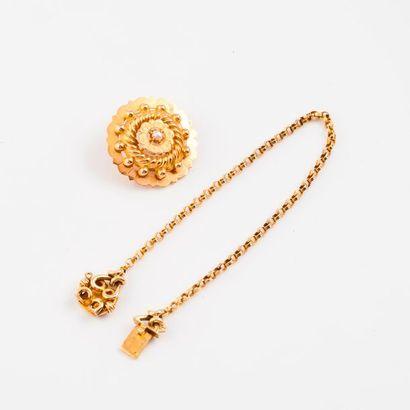 Lot comprenant :  - Un bracelet en or jaune...
