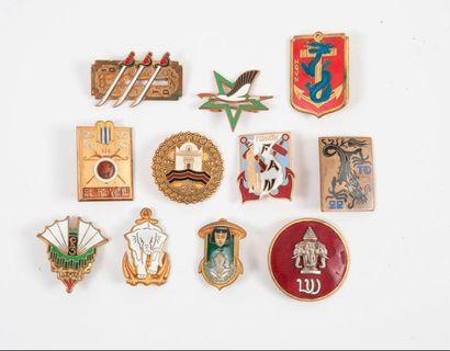 Arthus BERTRAND, COURTOIS, DRAGO...  Insignes, certains de bérets, de différentes...